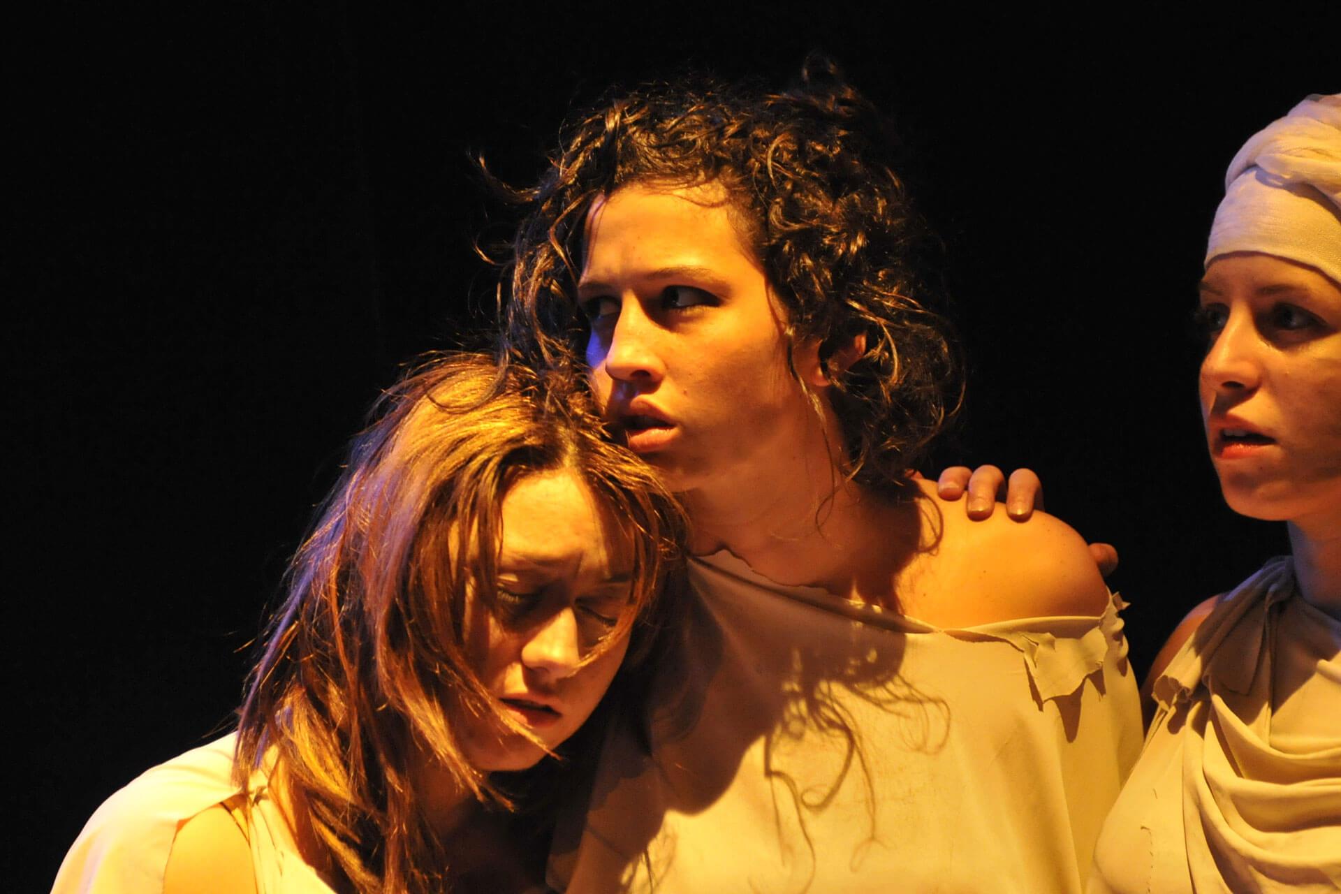 scuola-di-teatro-colli-troiane-baccanti-2010-1
