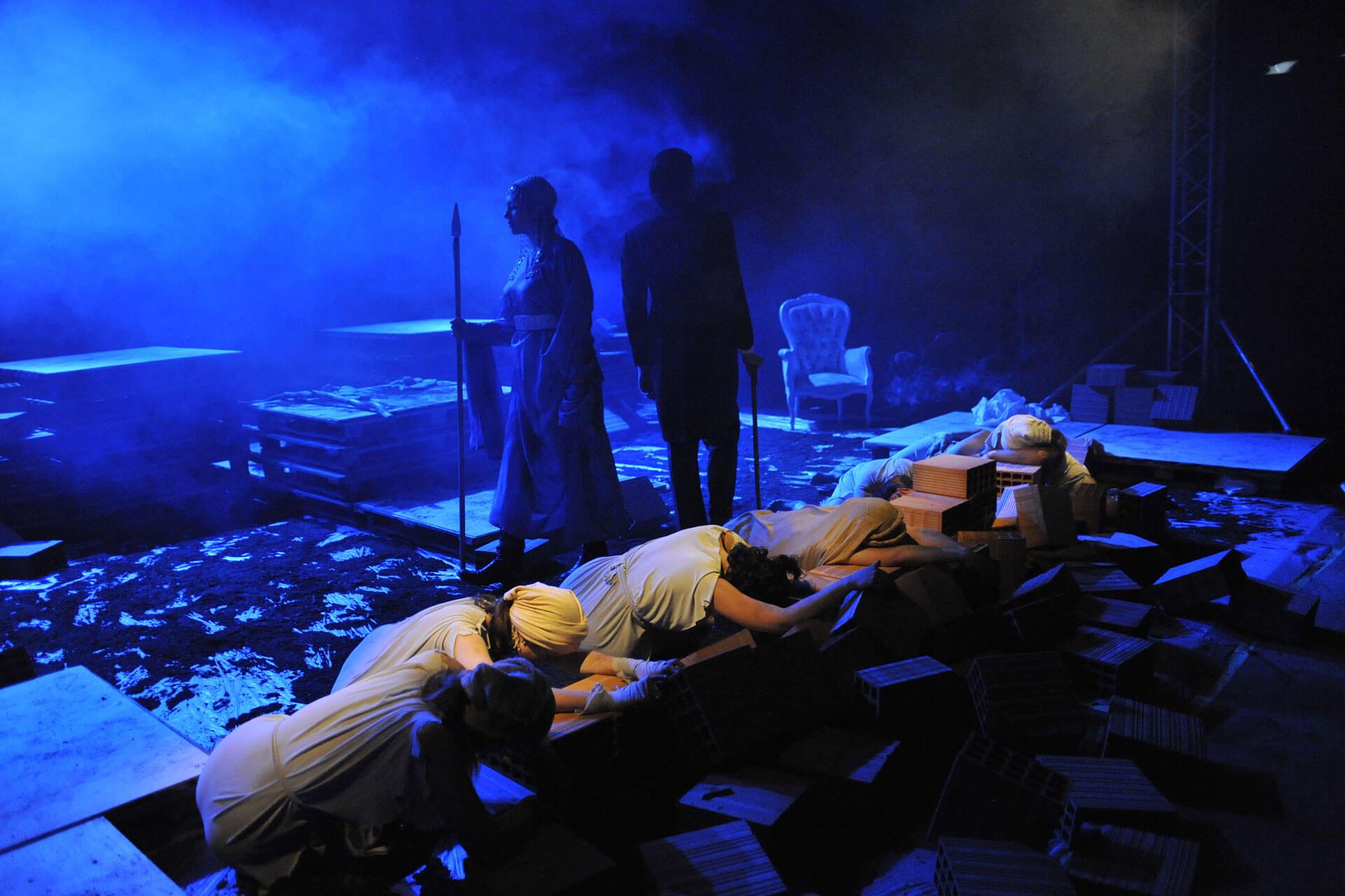 scuola-di-teatro-colli-troiane-baccanti-2010-3