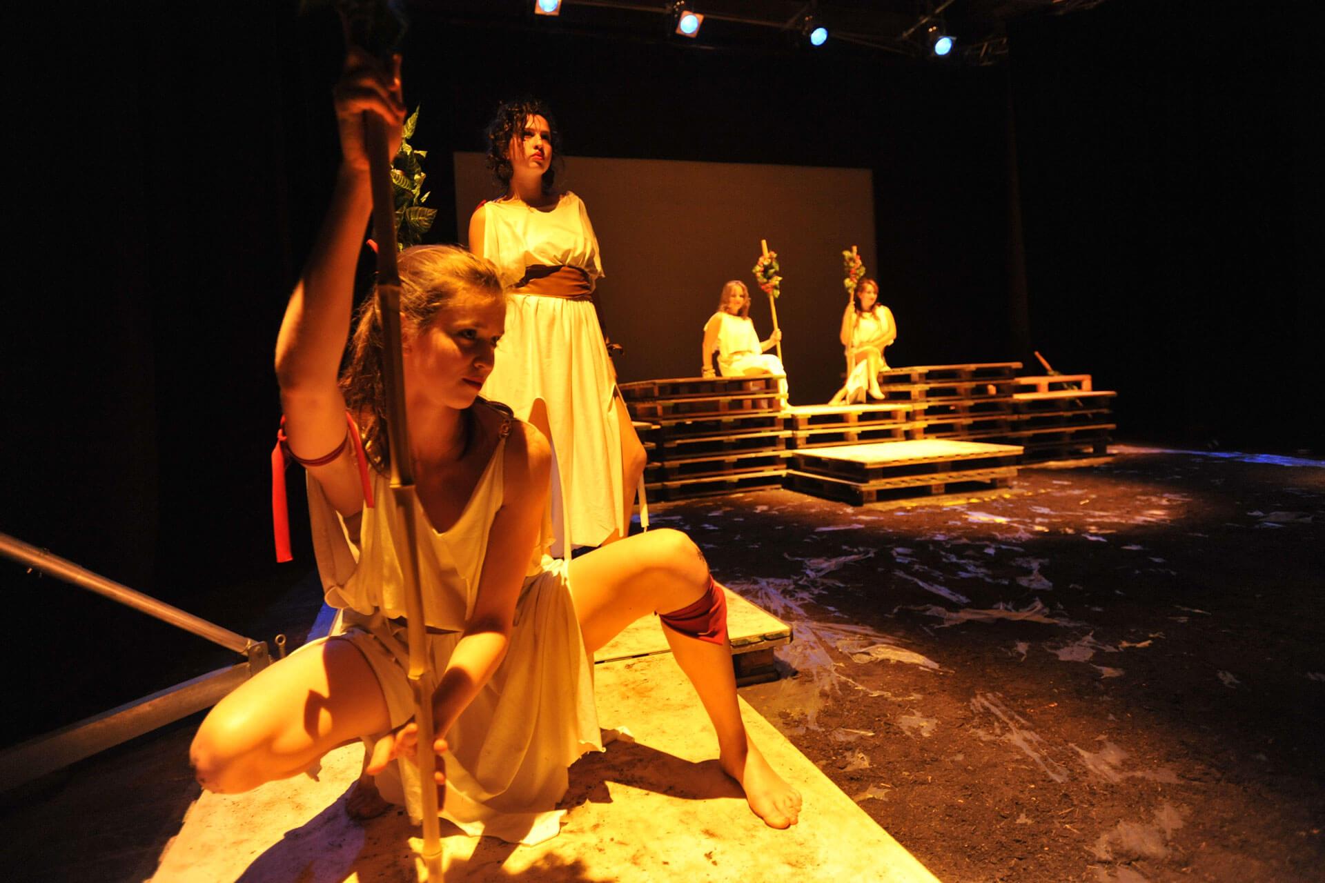scuola-di-teatro-colli-troiane-baccanti-2010-8